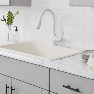 Market Single-Handle Pull-Down Kitchen Faucet with TurboSpray and FastMount in White