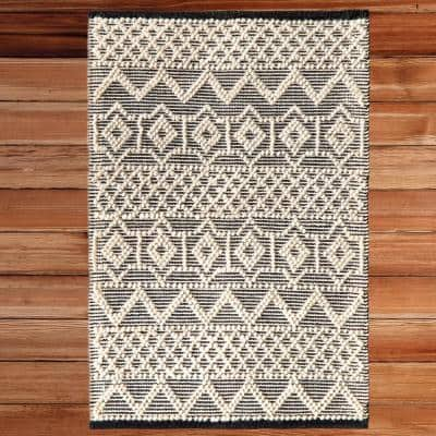 Handwoven Black and White 2 ft. x 3 ft. Textured Wool Flatweave Kilim Rug