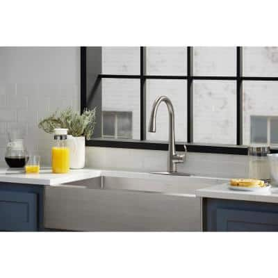 Simplice Touchless Single-Handle Pull-Down Sprayer Kitchen Faucet in Vibrant Stainless