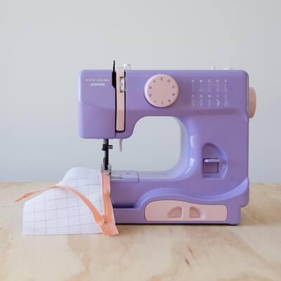 Basic 10-Stitch Lady Sewing Machine