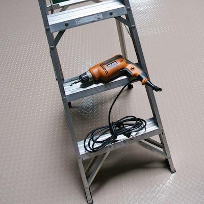 Diamond-Plate Metallic 4 ft. x 10 ft. Beige PVC Flooring (40 sq. ft.)