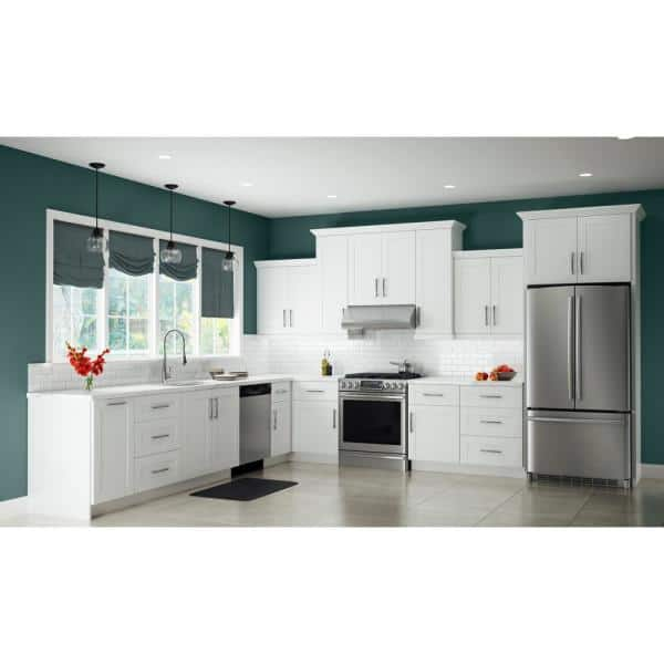Contractor Express Cabinets Vesper White Shaker Assembled 96 In X 2 75 In X 2 875 In Kitchen Cabinet Crown Molding Cmv8 Avw The Home Depot