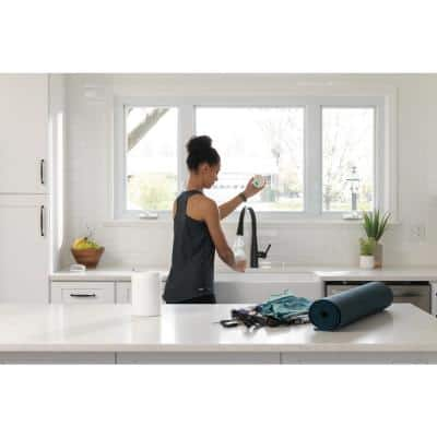 Essa Touch2O Technology Single-Handle Pull-Down Sprayer Kitchen Faucet with MagnaTite Docking in Matte Black