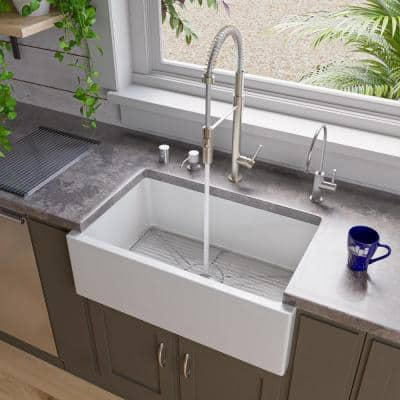 Smooth Farmhouse Apron Fireclay 30 in. Single Basin Kitchen Sink in White