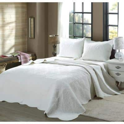 Oversized Victorian Medallion Matelasse Pure Solid 3-Piece White Scalloped Edge Cotton Large King Quilt Bedding Set