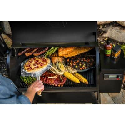 Pro 780 Wifi Pellet Grill and Smoker in Black