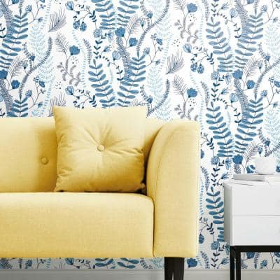 Blue and White Verso Peel and Stick Wallpaper (Covers 28.29 sq. ft.)