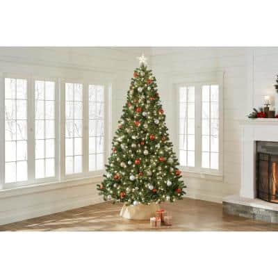 9 ft. North Valley Spruce Artificial Christmas Tree with 700 Clear Lights