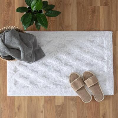 Alderbury White 21 in. x 34 in. Geometric Cotton Bath Mat