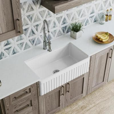 Farmhouse Apron Front Fireclay 33 in. Single Bowl Kitchen Sink