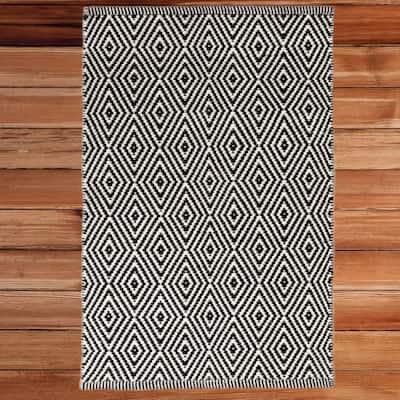 Handwoven Black and White 2 ft. x 3 ft. Diamond Wool Flatweave Kilim Rug