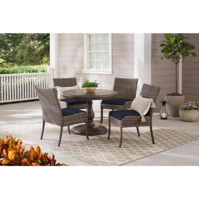 Windsor 5-Piece Brown Wicker Round Outdoor Patio Dining Set with CushionGuard Midnight Navy Blue Cushions