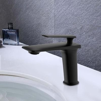Single Hole Single-Handle Bathroom Faucet with Handle in Black