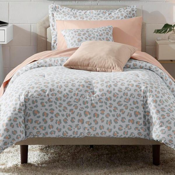 Stylewell Millar Leopard Full Queen Bed, Queen Bed Pillows