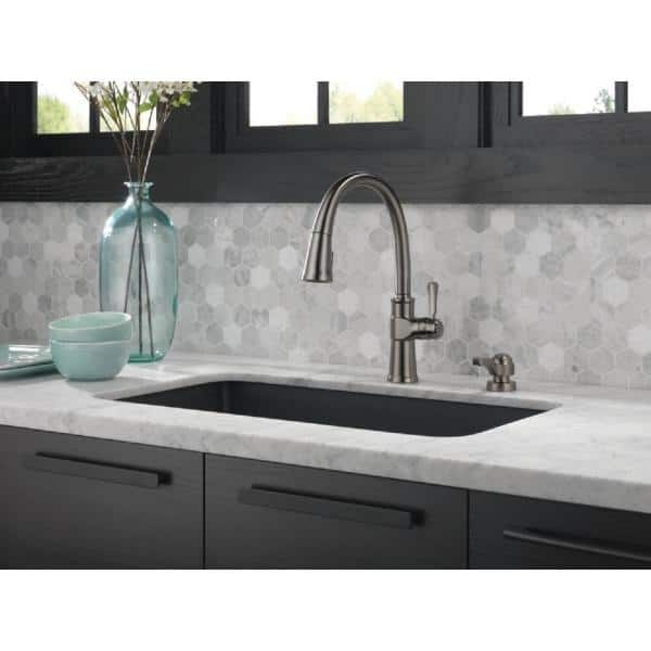 Delta Spargo Single Handle Pull Down Sprayer Kitchen Faucet With Shieldspray And Soap Dispenser In Black Stainless 19964z Kssd Dst The Home Depot