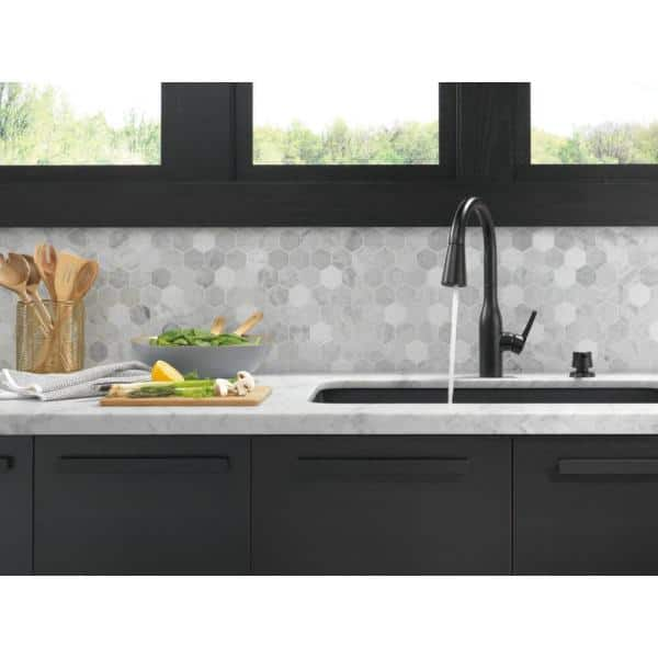Delta Marca Single Handle Pull Down Sprayer Kitchen Faucet With Shieldspray Technology In Matte Black 19780z Blsd Dst The Home Depot
