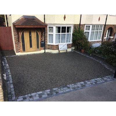Cobblestone 10 in. x 7 in. x 4 in. Black Granite Edging (40-Pieces/33 lin. ft./Pallet)