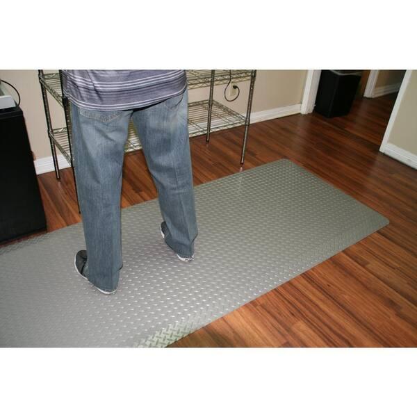 Rhino Anti Fatigue Mats Diamond Plate Anti Fatigue Mat Rhi No Slip Gray 4 Ft X 21 Ft X 9 16 In Commercial Mat Dtt48grnsx21 The Home Depot