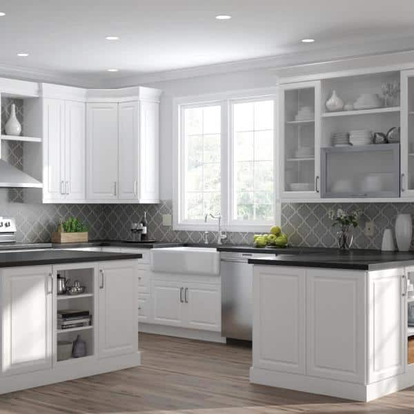 Hampton Bay Designer Series Elgin Assembled 24x34 5x23 75 In Full Height Door Base Kitchen Cabinet In White Bf24 Elwh The Home Depot
