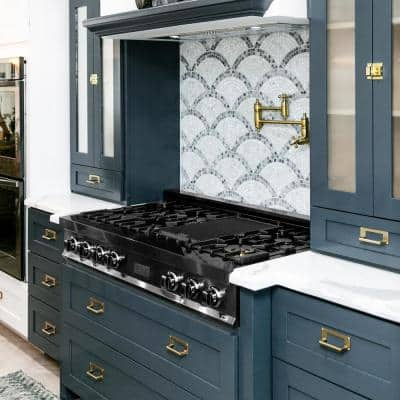 ZLINE 48 in. Porcelain Gas Stovetop in Black Stainless Steel with 7 Gas Brass Burners and Griddle (RTB-BR-48)
