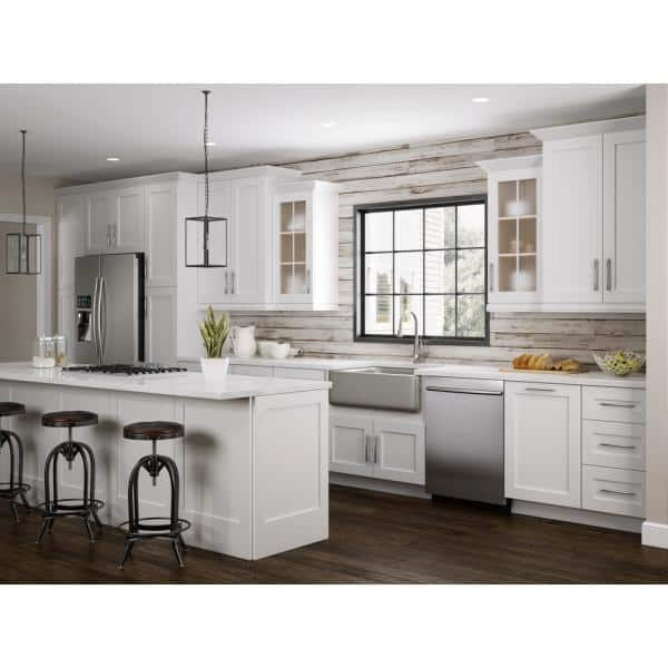 Home Decorators Collection Pacific White Assembled 96x1x2 In Beaded Light Rail Molding Blr8 Pw The Home Depot