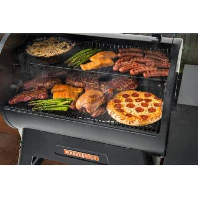 Ironwood 885 Wifi Pellet Grill and Smoker in Black