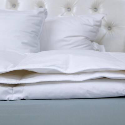Light Warmth White King Goose Down Comforter