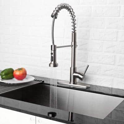 Single-Handle Pull-Out Sprayer Kitchen Faucet in Brushed Nickel