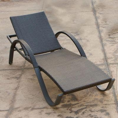 Deco Wicker Outdoor Chaise Lounge