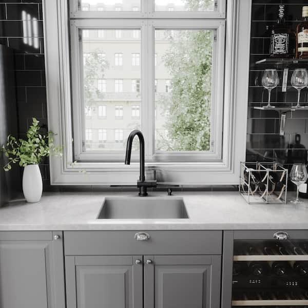 VIGO - Gramercy Single-Handle Pull-Down Kitchen Faucet in Matte Black