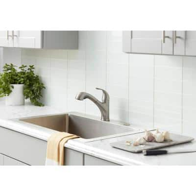 Market Single-Handle Pull-Out Sprayer Kitchen Faucet in Stainless Steel