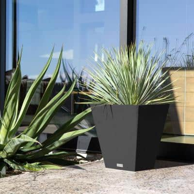 Nobleton 22 in. Black Plastic Square Planter (2-Pack)